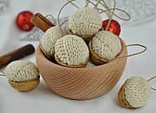 Dekorácie - Vianočné orechy štrikované, béžové - 8606545_