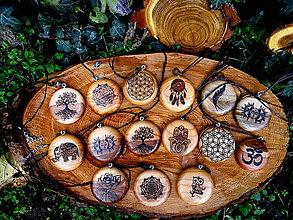 Náhrdelníky - drevený prívesok... - 8607606_