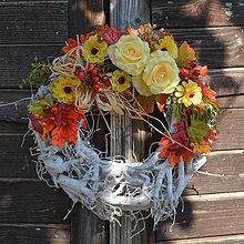 Dekorácie - Veniec v jesenných farbách - 8607317_