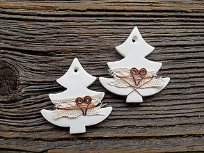 Dekorácie - Romantické Vianoce stromček zdobený drôtom - 8607748_