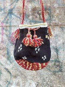 Kabelky - Malá elegantná čieno-vínová háčkovaná taška - 8618347_