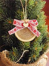 - Drevené folklorne ozdoby na stromček so srdiečkom - 8618585_