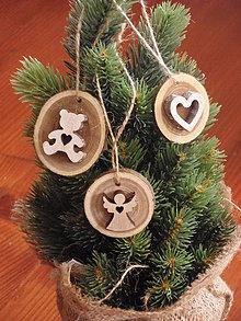 Dekorácie - Drevené ozdoby na stromček- srdce, macko, anjel - sada 3 kusov - 8618457_
