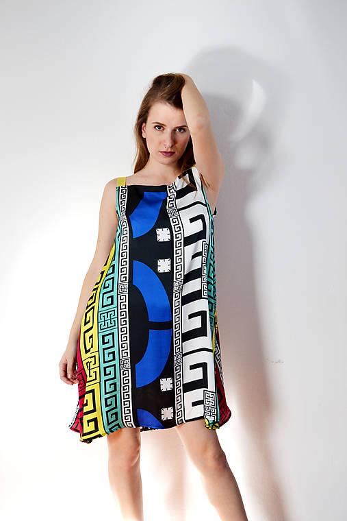 Vzorované polyesterovo-hodvábne šaty ľahké ako vánok