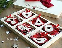 Dekorácie - Drevené vianočné ozdoby - Červená folklórna kolekcia - 8619523_