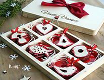 Dekorácie - Drevené vianočné ozdoby - Červená folklórna kolekcia - 8619526_