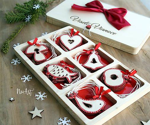Drevené vianočné ozdoby - Červená folklórna kolekcia