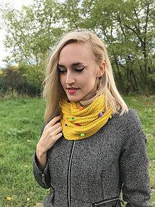 Šály - Žltý nákrčník s pompomami - 8621846_