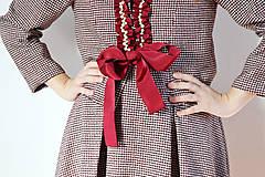 Iné oblečenie - Kostýmček ozdobený perlami - 8619233_