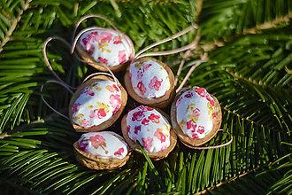 Dekorácie - Vianočné oriešky - kvety - 8627200_