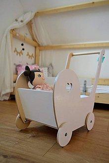 Hračky - Drevený kočiarik pre bábiky - 8627620_