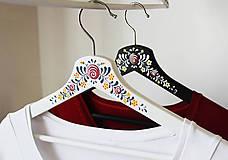 Nábytok - Sada maľovaných vešiakov (Anička + Janíčko) - 8633096_