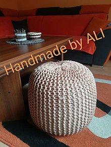 Úžitkový textil - Ručne pletený puf - 8634886_