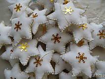 Dekorácie - hviezdy bielozlaté -veľký vianočný výpredaj - 8639320_