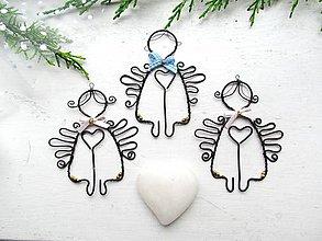 Dekorácie - anjel láskavý-belasý - 8637761_