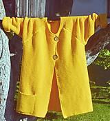 Svetre/Pulóvre - ...tak trošku žltej, dámsky sveter - 8644430_