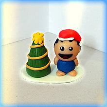 Dekorácie - Zlatý vianočný stromček a tlstý otužilý chlapec - 8644534_