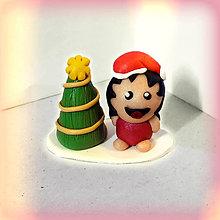 Dekorácie - Zlatý vianočný stromček a tlsté otužilé dievča - 8644903_