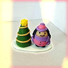 Dekorácie - Zlatý vianočný stromček a (guľaté dievča) - 8644910_