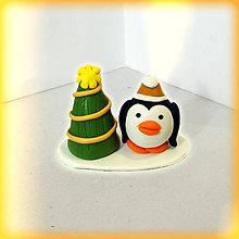 Dekorácie - vianočný stromček a tučniak - 8644920_