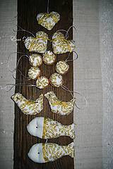 Dekorácie - vianočné ozdoby - Bielo zlatá sada cesmínová - 8648282_