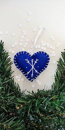 Dekorácie - Modré srdiečko s bielou vločkou - 8649673_