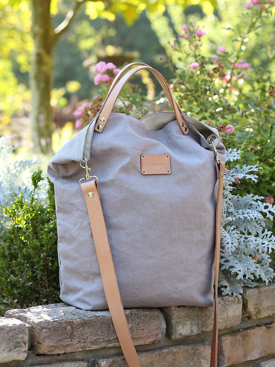 Dámska elegantná kabelka zo šedého ľanu s koženými remienkami ... ca12ff86cf1