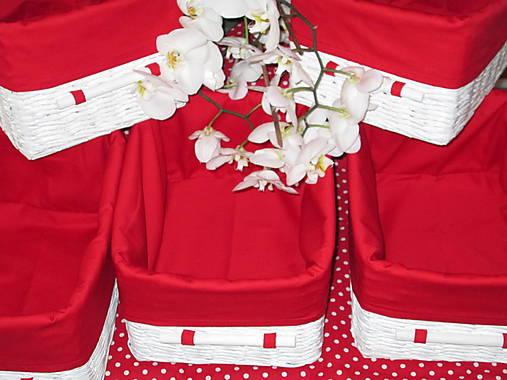 Košíky - Biele v červenej košieľke
