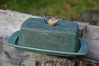 Nádoby - Maselnička zelená medienková s vtáčikom, alebo ako neulovila mačka vtáčka ... . - 8662387_