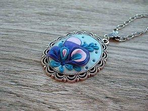 Náhrdelníky - Náhrdelník s ručne modelovaným príveskom (Kvetovaný náhrdelník č.1363) - 8662348_