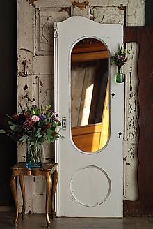 Zrkadlá - Biele romantické zrkadlo zo starých dverí - 8662810_