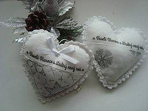 Dekorácie - Vianočné srdiečko ako darček - 8660522_