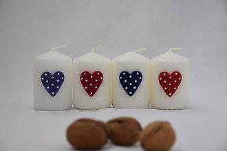 Svietidlá a sviečky - malá sviečka s bodkovaným srdiečkom - 8666803_