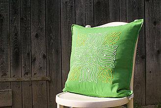 Úžitkový textil - Obliečka na vankúš s ručne vyšívaným vzorom - 8667961_