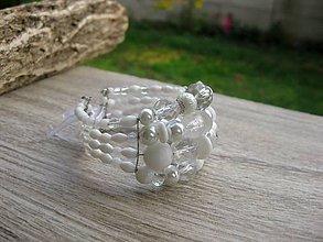 Náramky - Hrubý korálkový náramok (Biely hrubý náramok štvorradový s mašľou č.1384) - 8671219_