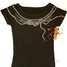 Tričká - Čierne tričko s maľovanými perlami a širokým výstrihom - 8677737_