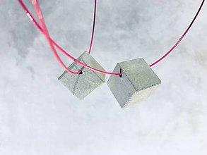 Náhrdelníky - Betónový šperk PURE - baby CUBE 20 - 8674272_