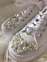 Obuv - Ručné zdobené svadobné tenisky :) - 8676144_