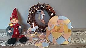 Dekorácie - Vianočné ozdôbky v krabici - 8674328_
