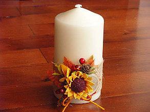 Svietidlá a sviečky - Jesenná sviečka so slnečnicou a drievkom výška 15cm - 8673151_