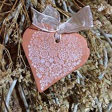 Darčeky pre svadobčanov - Keramické srdiečka s kvetinkami - 8676506_