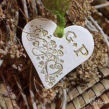 Darčeky pre svadobčanov - Keramické srdiečka s iniciálami -Srdiečka - 8677238_