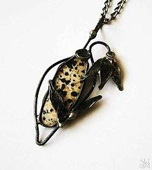 Náhrdelníky - Cínovaný Tiffany prívesok tulipán s jaspisom dalmatínskym - 8681814_