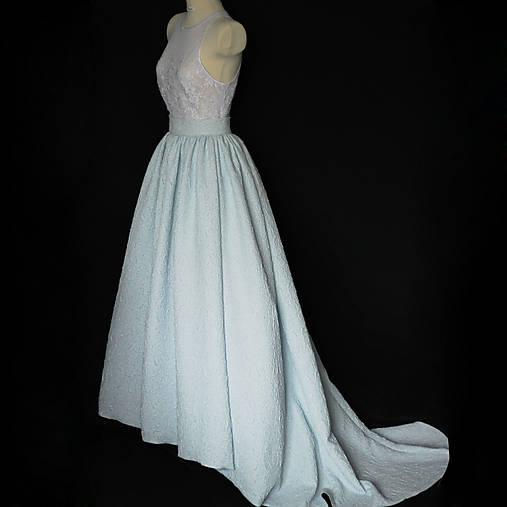 c926c08d69a4 Svadobné šaty s tylovým živôtikom a vzorovanou sukňou rôzne farby ...