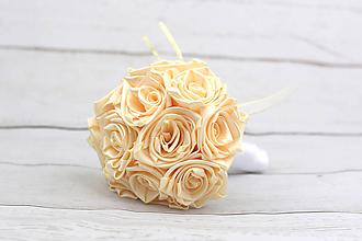 Kytice pre nevestu - Saténová kytica svadobná krémová ruže + pierko - 8678905_