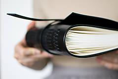 - Ručne viazaný kožený zápisník Emil - 8678656_