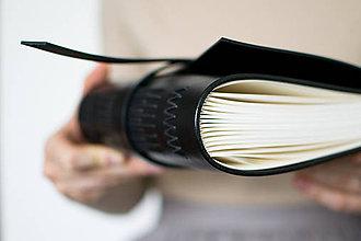 Papiernictvo - Ručne viazaný kožený zápisník Emil - 8678656_