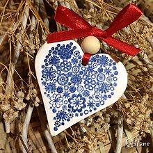 Darčeky pre svadobčanov - Keramické srdiečka s kvetinkami - modré - 8678115_