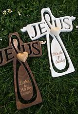 Drevený krížik Jesus s gravírovaním na mieru