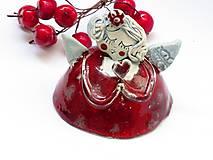 anjel červený so srdcom